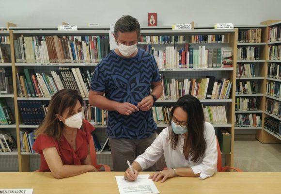 L'Ajuntament de Xeraco i la Biblioteca Municipal signen un conveni amb l'IES Montdúver per facilitar llibres de lectura a l'alumnat