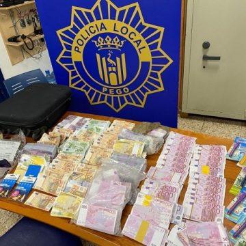 La Policia Local de Pego localitza en un cotxe més d'un milió d'euros en bitllets falsos