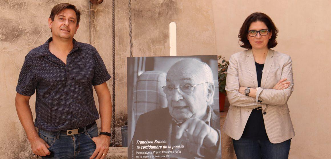 Oliva acull l'exposició homenatge del seu fill predilecte,  Francisco Brines, al Museu Etnològic