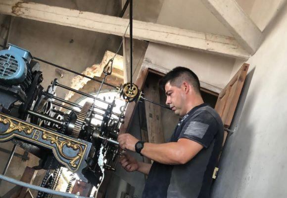 L'Ajuntament de Bellreguard repara i rehabilita el gran rellotge públic del campanar de Sant Miquel