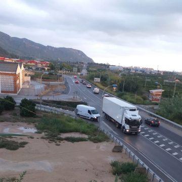 Xeresa reclama un nou accés al municipi pel col·lapse que pateix l'entrada per l'autopista